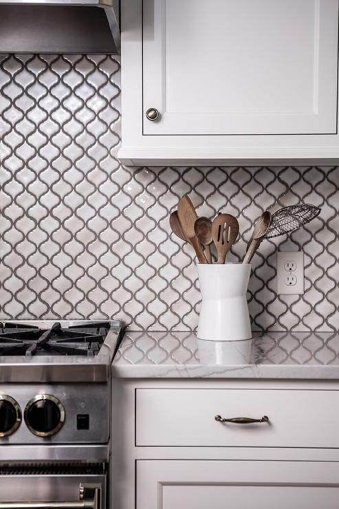 White Marble Arabesque Kitchen Backsplash with Gray Grout ...