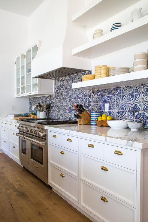 White And Blue Marble Mosaic KItchen Backspalsh