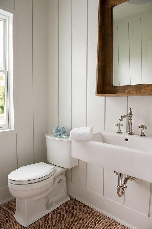 White And Red Cottage Kids Bathroom With Rope Toilet Paper