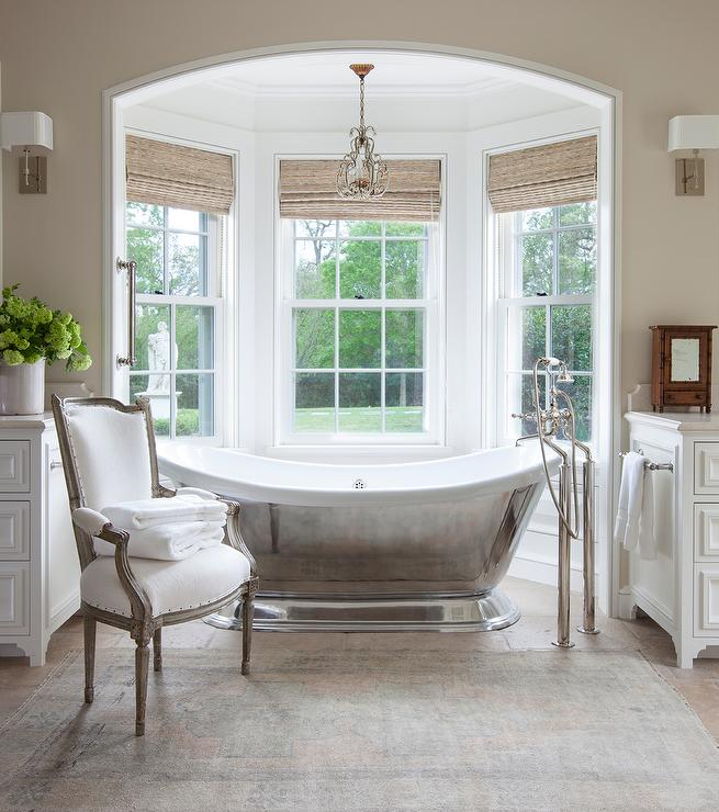 Chandelier Over Bathtub Design Ideas