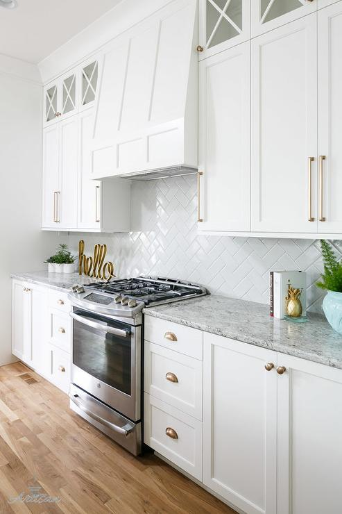 White shaker cabinets gold pulls design ideas - Kitchen cabinets with handles ...