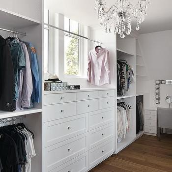 Incroyable Walk In Closet With Built In Jewelry Drawers