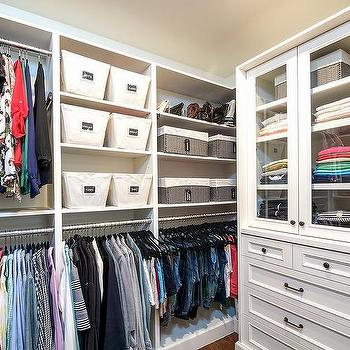 Attrayant Walk In Closet With Glass Front Sweater Cabinet