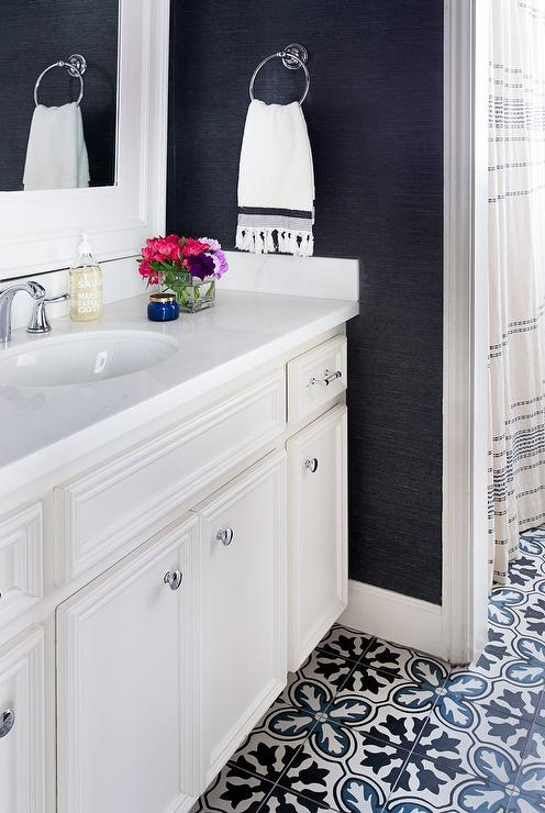 Navy And White Bathroom. White And Blue Bathroom With Navy Blue Sisal Wallpaper