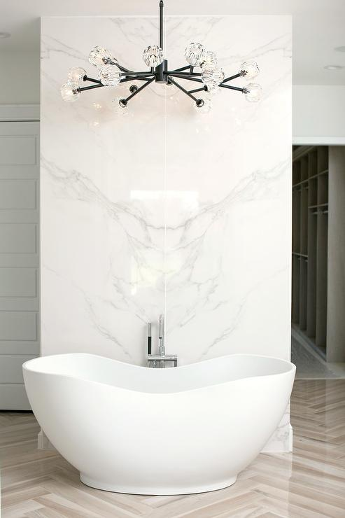 Modern Freestanding Bathtub In Front Of Marble Wall