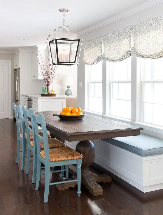 https://cdn.decorpad.com/photos/2017/01/17/white-and-blue-cottage-breakfast-room.jpg