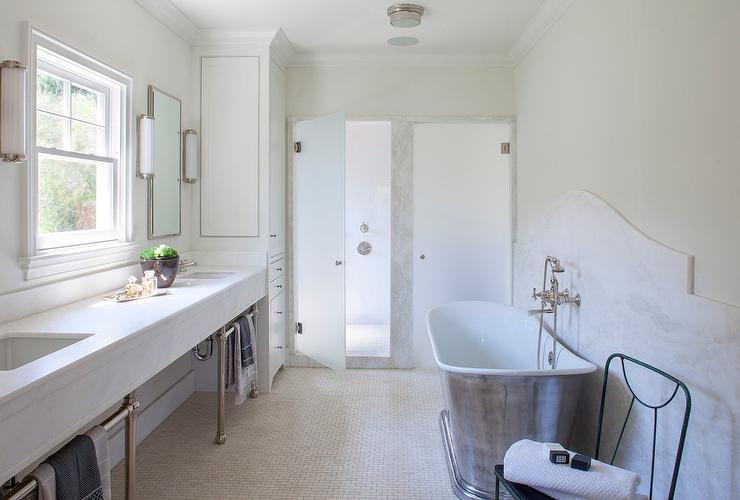 Cast Iron Bathtub With Curved Marble Backsplash