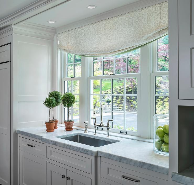 Kitchen Sink Nook Design - Transitional - Kitchen