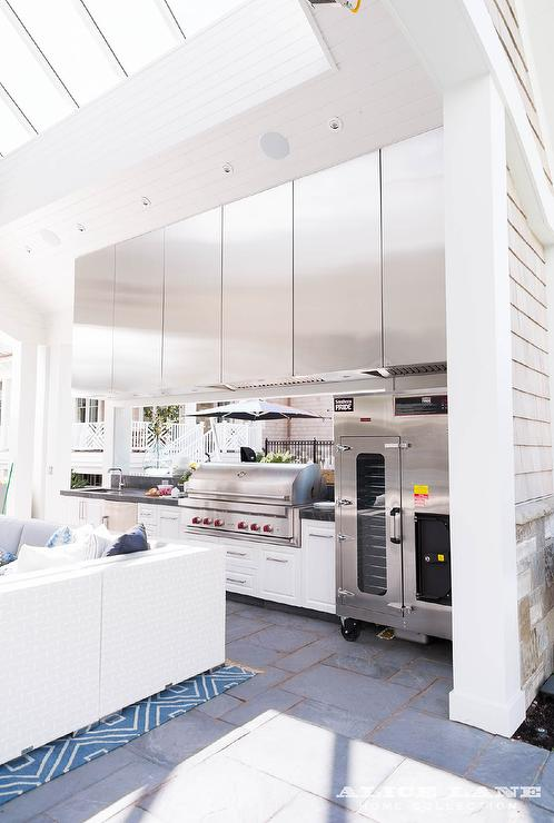 Outdoor Kitchen with Stainless Steel Kitchen Cabinets