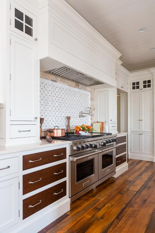 Superbe White Kitchen With Dark Stained Drawer Fronts