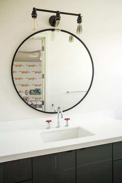Black Washstand With Round Mirror