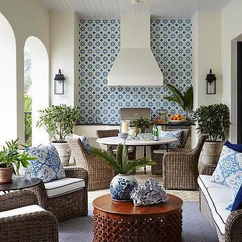 White Stucco Outdoor Kitchen Hood Design Ideas