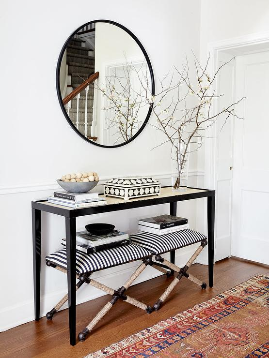 Black And White Console Table With White Glass Lamps