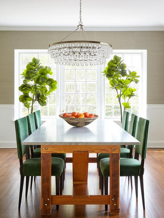 Kelly green curtains with light gray grasscloth walls for Light green dining room