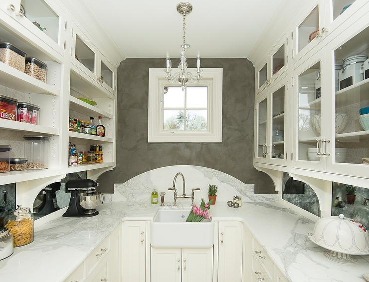 U Shaped Kitchen Pantry With Farm Sink