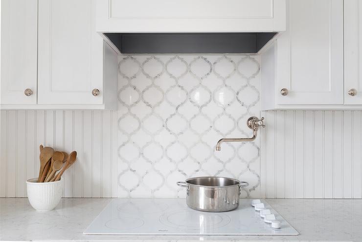 White Beadboard Kitchen Backsplash - Cottage - Kitchen
