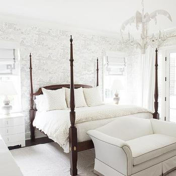 Ordinaire White And Gray Toile Wallpaper With 4 Poster Bed