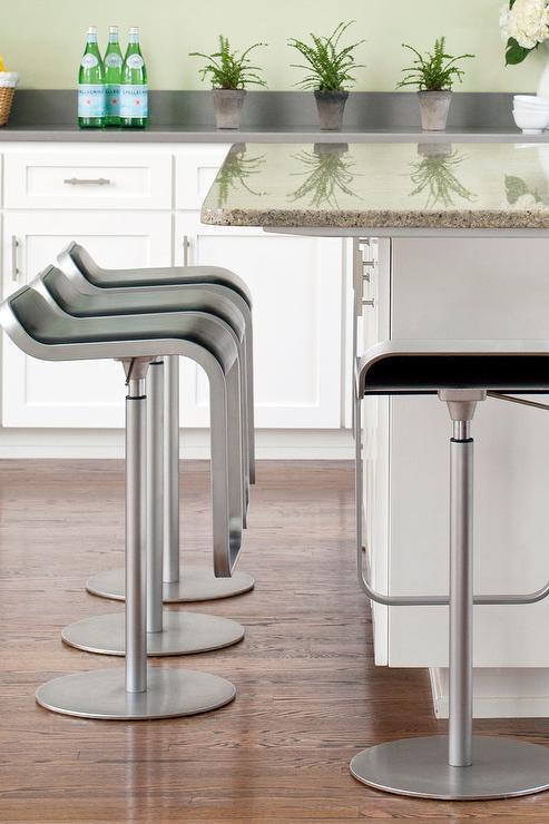 Black And White Kitchen Bar Stools Design Ideas