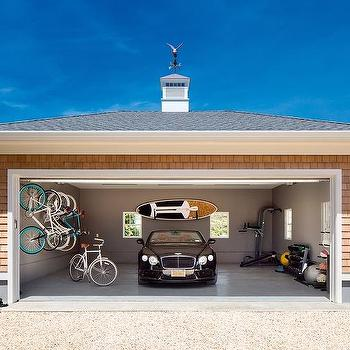 Charmant Shingled Garage With Concrete Floor