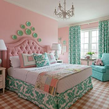 Exceptionnel Pink Velvet Tufted Arch Headboard With Celadon Green Lamps
