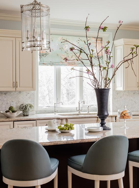 Pink and blue kitchen roman shade design ideas for Cream and brown kitchen ideas