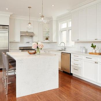 white quartz countertop that look like white marble