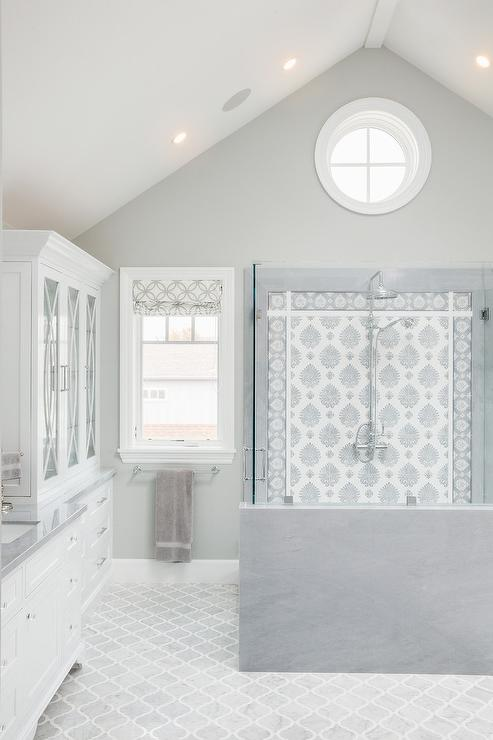 Beau White And Gray Mosaic Shower Tiles