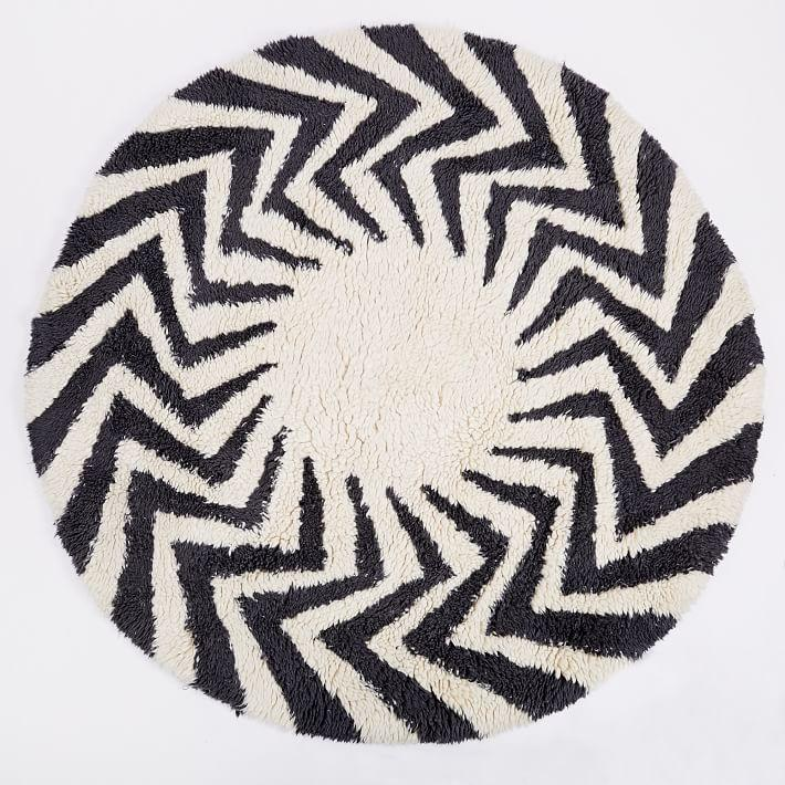 Zigzag Circle Black White Shag Rug
