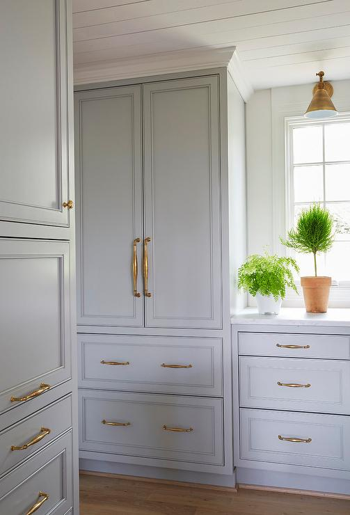 Gray Shaker Cabinets and Drawers with Antique Brass Pulls - Gray Shaker Cabinets And Drawers With Antique Brass Pulls