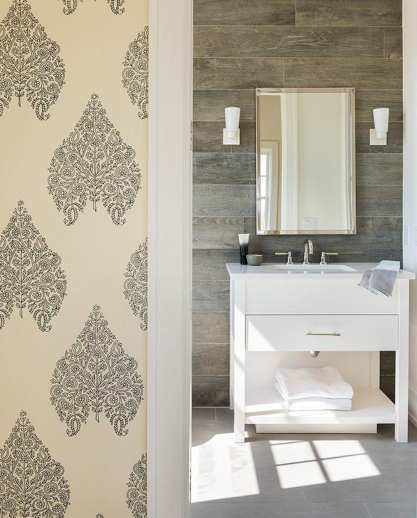 Grey Rustic Bathroom: White And Grey Bathroom With Black Tiled Floor