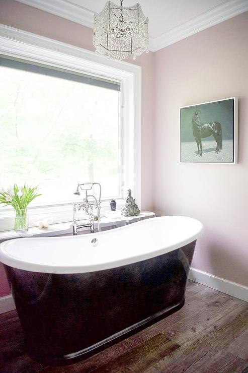 Black Bathtub With Pink Walls