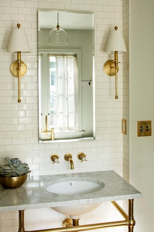 Exceptionnel Ivory Subway Tiles With Beveled Medicine Cabinet