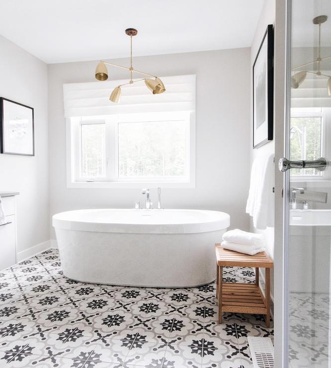 Chandelier Over Bathtub: Crystal Chandelier Over Tub