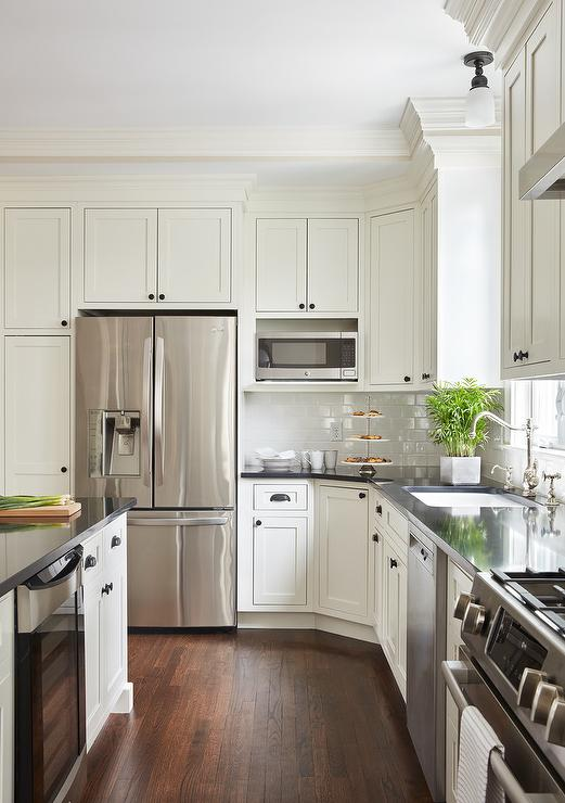 White Kitchen Cabinets With Oil Rubbed Bronze Knobs Design Ideas