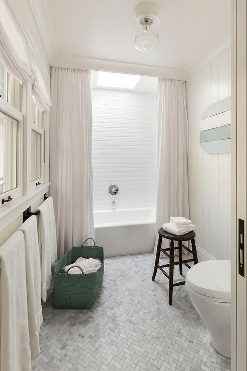 Bathtub Crown Molding Hides Shower Curtain Rod - Cottage - Bathroom