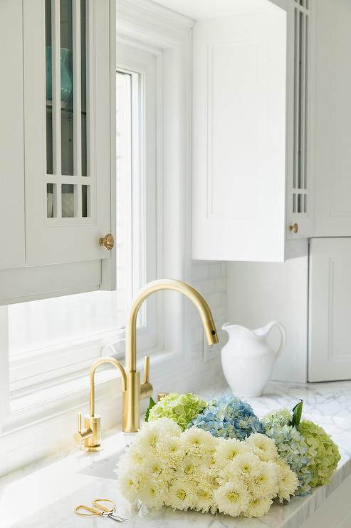 Brushed Gold Gooseneck Faucet With White Porcelain Sink - Brushed gold kitchen faucet