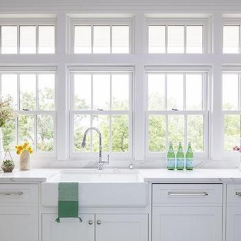 Farmhouse Kitchen Sink Under Windows Design Ideas