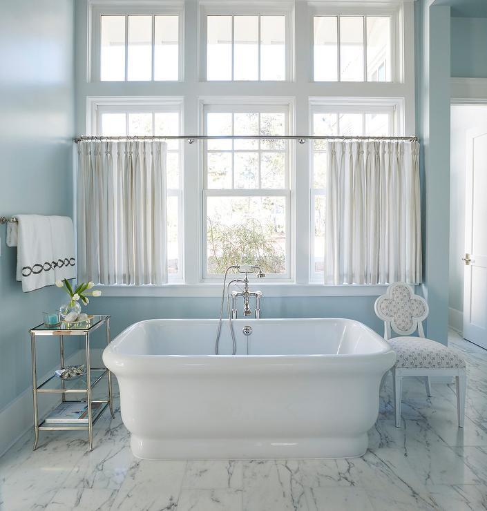 Blue Beach Bathroom with Etagere - Cottage - Bathroom