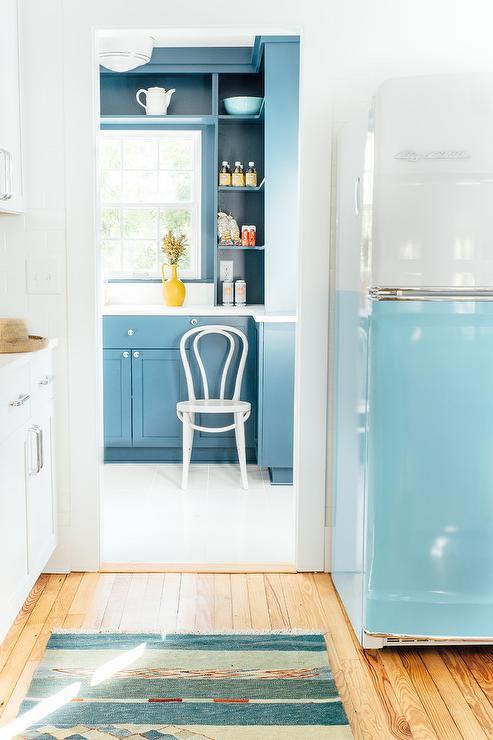Light over kitchen sink kitchen window shelves design ideas for Bentwood kitchen cabinets