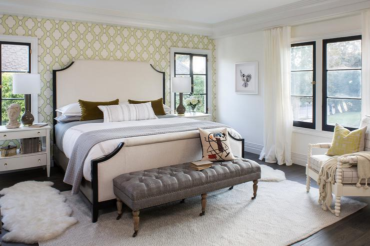 Awesome Cream Queen Bed With Dark Gray Linen Tufted Bench Dailytribune Chair Design For Home Dailytribuneorg