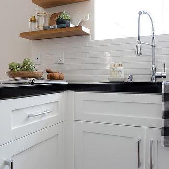 Small White Horizontal Kitchen Wall Tiles Design Ideas
