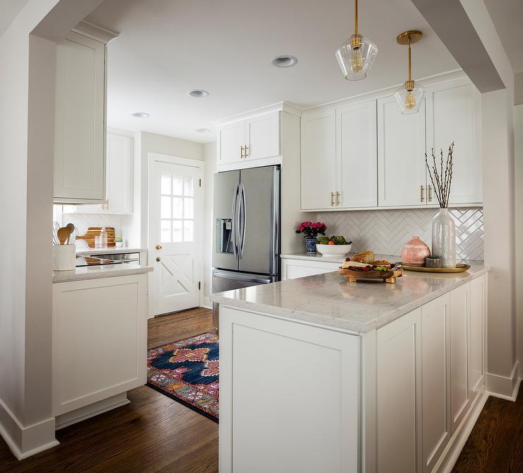 White Kitchen Peninsula: Small Kitchen With Peninsula