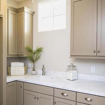 Light Brown Laundry Room Cabinets Design Ideas