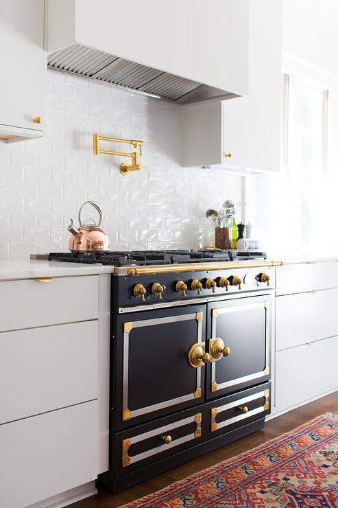 White And Gold Backsplash Tiles Design Ideas