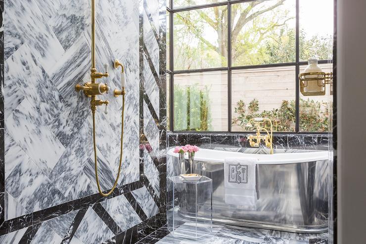 Modern Cast Iron Bathtub In Walk In Shower