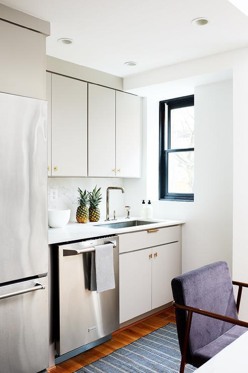 Flat Kitchen Designs: Light Gray Kitchen Cabinets Design Ideas