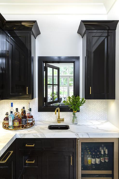 Glossy Black Wet Bar Cabinets With Small Marble