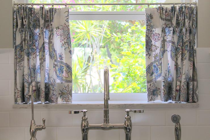 Kitchen Sink with White and Blue Floral Cafe Curtains ...