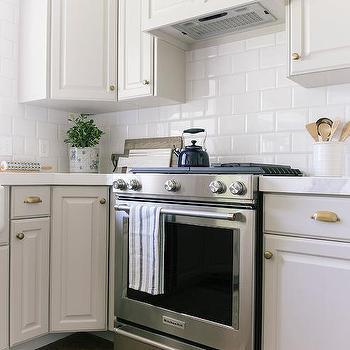 Mixed Metal Kitchen Cabinet Hardware Design Ideas