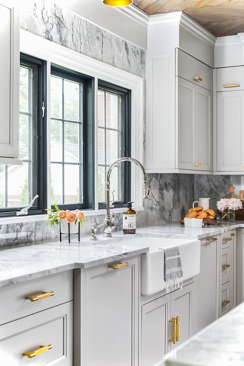 Blue Kitchen Cabinet Crown Moldings, Shaker Kitchen Cabinets With Crown Molding